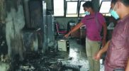Api berhasil dipadamkan, dan dijumpai seluruh perangkat komputer hangus. FOTO : nyatanya.com/istimewa
