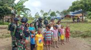 Poskoki Oksibil Satgas Pamtas Yonif 403/Wirasada Pratista melatih anak-anak PBB. (Foto: nyatanya.com/istimewa)