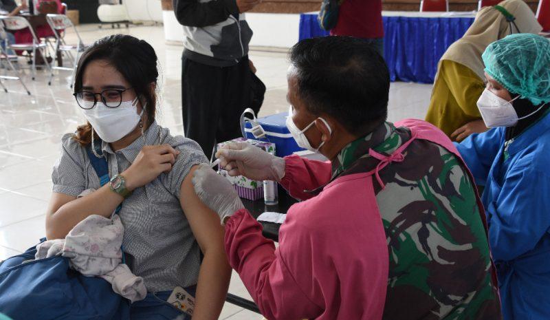 Serbuan vaksinasi yang dilakukan Korem 072/Pamungkas. (Foto: nyatanya.com/Penrem 072/Pmk)