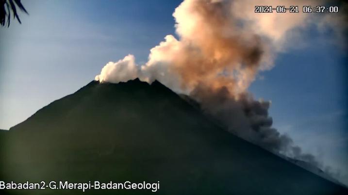 Kondisi Gunung Merapi Senin (21/6/2021) pukul 06.37 WIB. (Foto:nyatanya.com/BPPTKG)