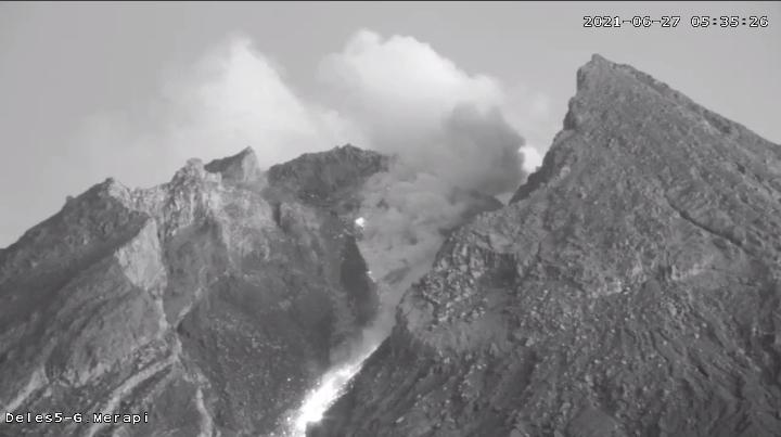 Penampakan Gunung Merapi pada pukul 05:34 WIB. (Foto: nyatanya.com/BPPTKG)