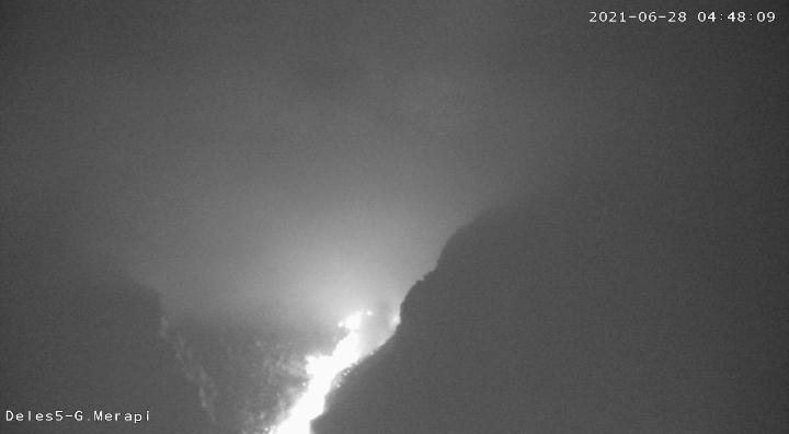 Penampakan Gunung Merapi pukul 04.48 WIB. (Foto: nyatanya.com/BPPTKG)