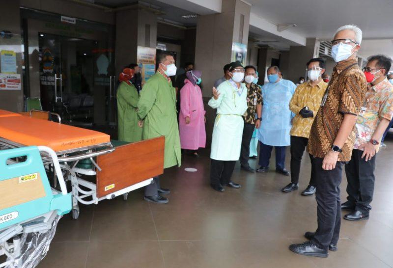 Ganjar Pranowo saat sidak ke RSUD Dr Moewardi Solo. (Foto: nyatanya.com/ Humas Jateng)