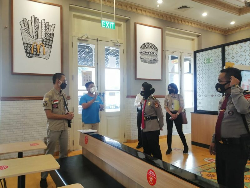 PHRI saat sidak di McDonal's Sultan Agung. (Foto: nyatanya.com/Humas Pemkot Yogya)