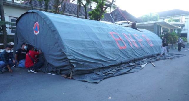 Tenda darurat mulai dipasang di RSUD Pandan Arang Boyolali. (Foto: nyatanya.com/Diskominfo Boyolali)