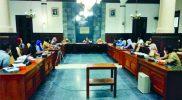 LBH dan DPRD DIY menggelar audensi di ruang Lobby Gedung DPRD Propinsi. FOTO: nyatanya.com/Prastyawan