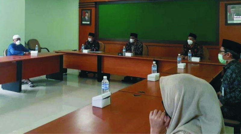 Masyarakat dari FAUIB melakukan audensi di Kemenag DIY terkait haji.  FOTO: nyatanya.com/Prastyawan