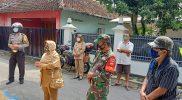Serka Tutut laksanakan pendampingan saat tracing di wilayah binaannya. [FOTO: nyatanya.com/istimewa]