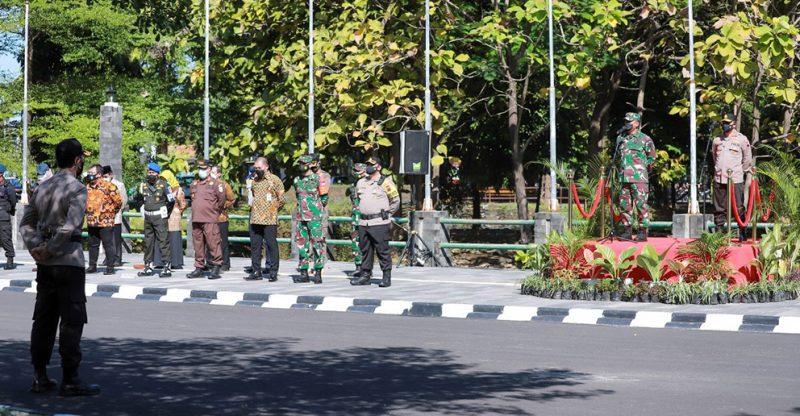 Apel gelar pasukan gabungan Satgas penanganan Covid-19 di Surakarta. (Foto:nyatanya.com/Diskominfo Jateng)