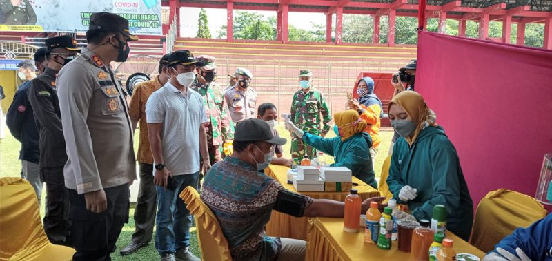 Vaksinasi massal yang digelar Polres Batang bekerjasama dengan TNI, Pemkab, dan Kejaksaan Negeri Batang. (Foto:nyatanya.com/Diskominfo Batang)
