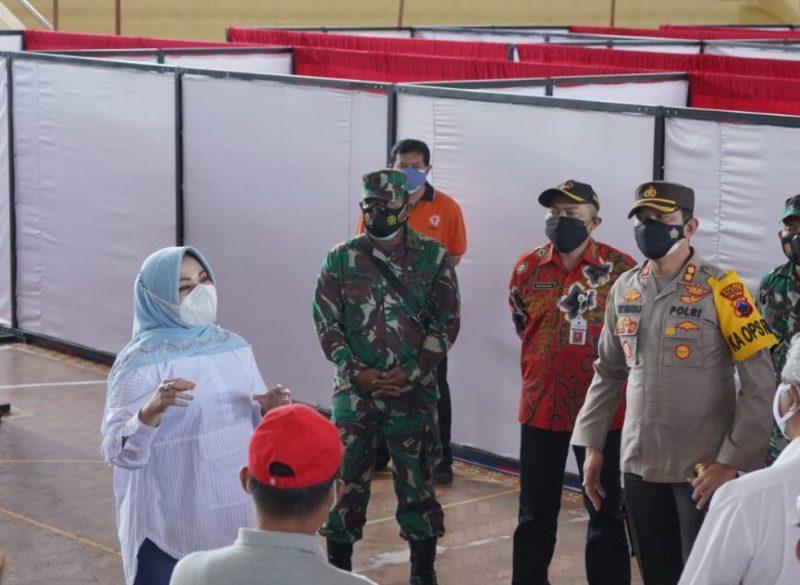 Bupati Klaten, Sri Mulyani bersama Forkopimda dan sejumlah kepala OPD melakukan pengecekan ke GOR Gelarsena. (Foto:nyatanya.com/Diskominfo Klaten)