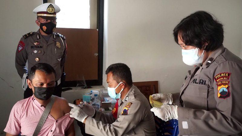 Pelakasanaan vaksinasi di gerai vaksin Polres Boyolali. (Foto:nyatanya.com/Diskominfo Boyolali)