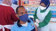 Warga binaan Rutan kelas IIB Boyolali saat diberikan vaksin jenis SinoVac oleh petugas medis. (Foto:nyatanya.com/Diskominfo Boyolali)