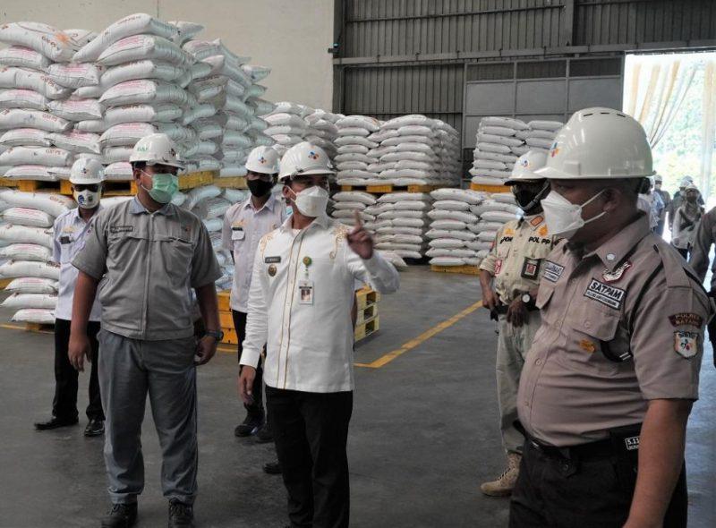 Bupati Batang Wihaji melakukan sidak di PT Cheiljedang. (Foto:nyatanya.com/Diskominfo Jateng)