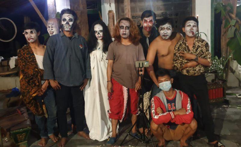 Seniman Cokekan Gentayangan Cawas usai produksi konten YouTube. (Foto:nyatanya.com/Humas Pemkab Klaten)