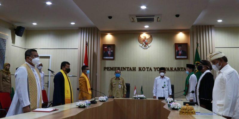 "Doa lintas agama ""Pray From Home"" yang digelar Pemkot Yogyakarta. (Foto:nyatanya.com/Humas Pemkot Yogya)"