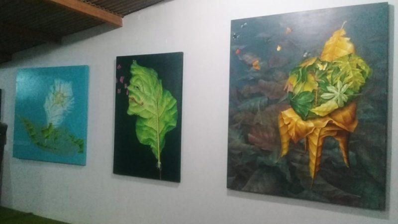Deretan karya Nurfu Ad yang dipamerkan di studionya