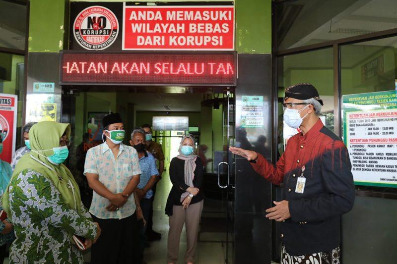 Gubernur Ganjar Pranowo saat mengunjungi RS di Banjarnegara. (Foto:nyatanya.com/Humas Jateng)
