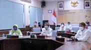 Gibran Rakabuming didampingi Jajaran Kepala Perangkat Daerah terkait sat menerima Penghargaan KLA Utama dari Kementerian Pemberdayaan Perempuan dan Perlindungan Anak. (Foto: Humas Pemkot Surakarta)