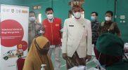 Gibran Rakabuming dalam sebuah kesempatan meninjau pelaksanaan vaksinasi di wilayahnya. (Foto:nyatanya.com/Diskominfo Surakarta)
