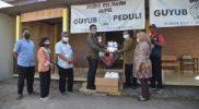 Wakil Bupati Sleman menyerahkan bantuan APD kepada Relawan Gupel. (Foto:nyatanya.com/Humas Sleman)