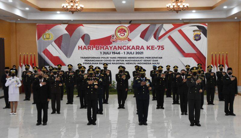 Upacara Peringatan Hari Bhayangkara ke-75. (Foto:nyatanya.com/Penrem o72/Pmk)