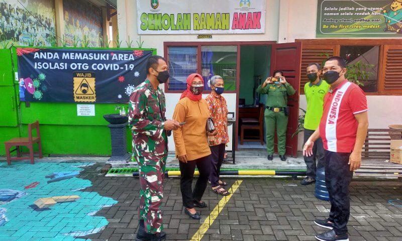 Wakil Walikota Teguh Prakosa bersama Komandan Kodim 0735/Surakarta Letkol Inf Wiyata Sempana Aji meninjau tempat isolasi dan perawatan OTG. (Foto:nyatanya.com/Humas Pemkot Surakarta)