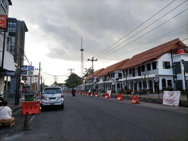 Jalan Pasar Kembang Yogyakarta yang lengang selama selama PPKM Darurat diterapkan. (Foto:nyatanya.com/Ignatius Anto)