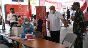 Kasrem 072/Pamungkas Kolonel Inf Afianto bersama Wakil Gubernur DIY KGPAA Paku Alam X melihat langsung serbuan vaksinasi nasional. (Foto:nyatanya.com/Penrem 072/Pmk)