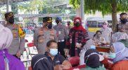 Kapolda Jawa Tengah, Irjend Pol Ahmad Luthfi didampingi Bupati Klaten Sri Mulyani saat mengunjungi pelaksanaan vaksinasi di Polres Klaten. (Foto:nyatanya.com/Diskominfo Klaten)