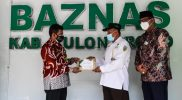 BAZNAS Kulonprogo menyerahkan bantuan kepada perwakilan warga terdampak Covid-19. (Foto: Humas Kulonprogo)