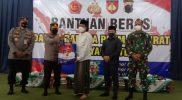 Gus Yusuf menerima Bantuan Sosial Dalam Rangka PPKM Darurat dari Pemerintah melalui TNI/Polri. (Foto:nyatanya.com/Diskominfo Magelang)