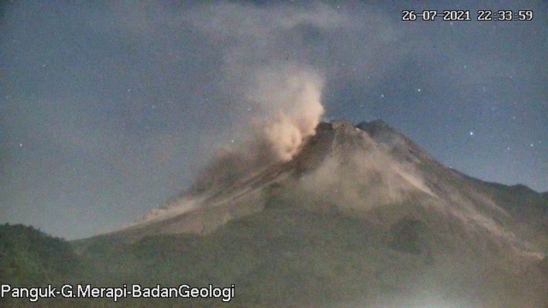 Awan panas guguran Gunung Merapi yang terjadi Senin (26/7/2021) pukul 22.30. (Foto:nyatanya.com/BPPTKG)