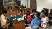 Para pelanggar Perda Miras saat diajukan ke persidangan.(Foto:nyatanya.com/Diskominfo Wonosobo)