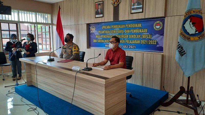 Kapolres Magelang AKBP Ronald A Purba saat memberikan sosialisasi bahaya narkoba secara daring, bagi siswa kelas X Angkatan XXXII SMA Taruna Nusantara tahun pelajaran 2021/2022. (Foto:nyatanya.com/Humas Magelang)