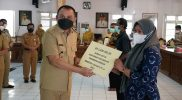 Warga terdampak PPKM di Purworejo mendapat bantuan uang tunai. (Foto:nyatanya.com/Diskominfo Purworejo)
