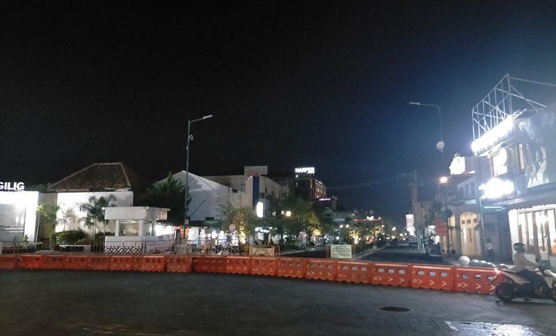 Tak cuma penyekatan di ruas jalan utama, Pemkot Yogya juga minta akses kampung utamanya yang masuk zoma merah juga harus dibatasi. (Foto: agoes jumianto)