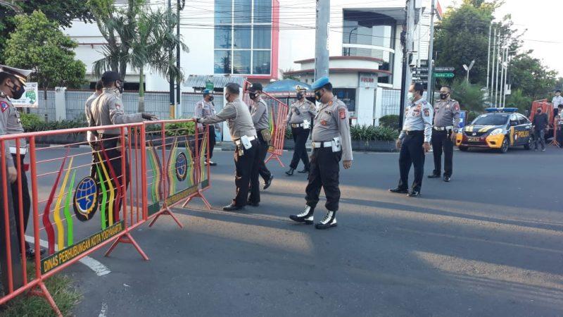 Penyekatan dan pengalihan arus lalu lintas (lalin) di sejumlah ruas jalan di Kota Yogyakarta. (Foto:nyatanya.com/Humas Pemkot Yogya)