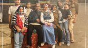 Doa Siti Aisah dan keluarga mengantar sang putri Windy Cantika meraih sukses di Olimpaide 2020 Tokyo. (Foto:nyatanya.com/istimewa)