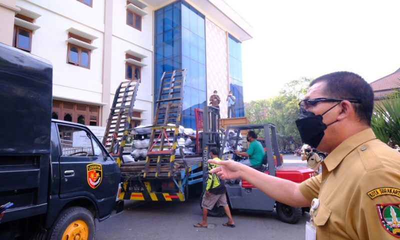 Pemerintah Kota Surakarta menerima bantuan tabung oksigen dengan total 200 tabung dari PT. Shopee Indonesia. (Foto:nyatanya.com/Humas Pemkot Surakarta)
