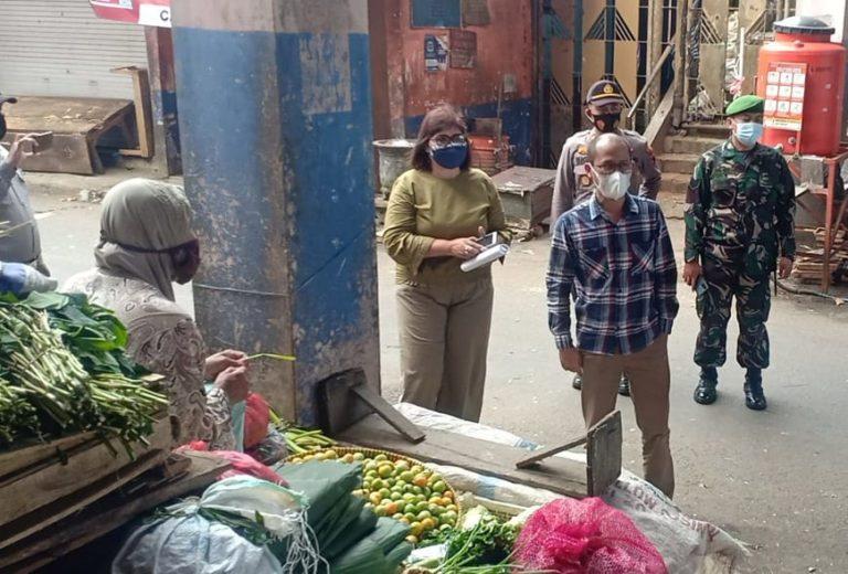 Pemkab Temanggung meminta pada pedagang dan pengunjung pasar tradisional agar ketat dalam menerapkan prokes dengan ketat. (Foto:nyatanya.com/Diskominfo Jateng)