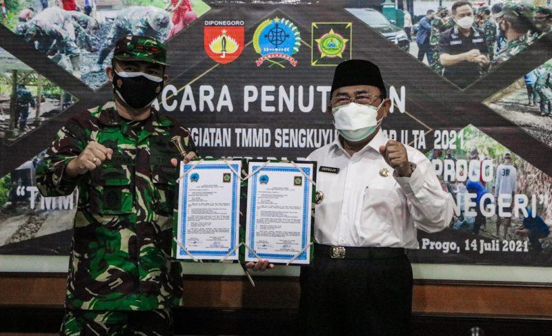Bupati Kulonprogo Sutedjo berharap pembangunan fisik yang telah dilaksanakan di Kalurahan Banjarsari, dapat bermanfaat bagi warga. Foto:nyatanya.com/Diskominfo Kulonprogo)