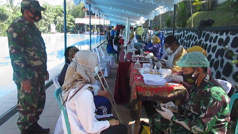 Serbuan vaksinasi TNI Angkatan Darat di kolam renang. (Foto:nyatanya.com/Humas Magelang)