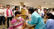 Walikota Surakarta meninjau pelaksanaan vaksinasi di Mall Solo Paragon. (Foto:nyatanya.com/Humas Pemkot Surakarta)