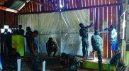 Prajurit Yonif 403/403/WP bersihkan gereja. (Foto: nytanya.com/istimewa)