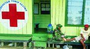 Prajurit Yon 403/WP obati warga. (Foto: nyatanya.com/istimewa)