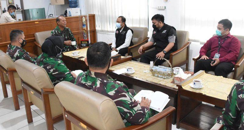 Komandan Korem 072/Pamungkas Kolonel Inf Afianto menerima audiensi  Aksi Cepat Tanggap (ACT) Cabang DIY.  (Foto: Dokumentasi Penrem072)