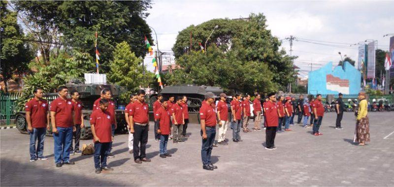 Bertempat di halaman Museum TNI AD Dharma Wiratama, komunitas Agus Bumi Indonesia menggelar satu acara yang unik dalam rangka peringatan HUT Kemerdekaan RI ke-74 yakni Upacara Bendera, Agustus 2019 silam. (Foto: Dokumentasi ABI)