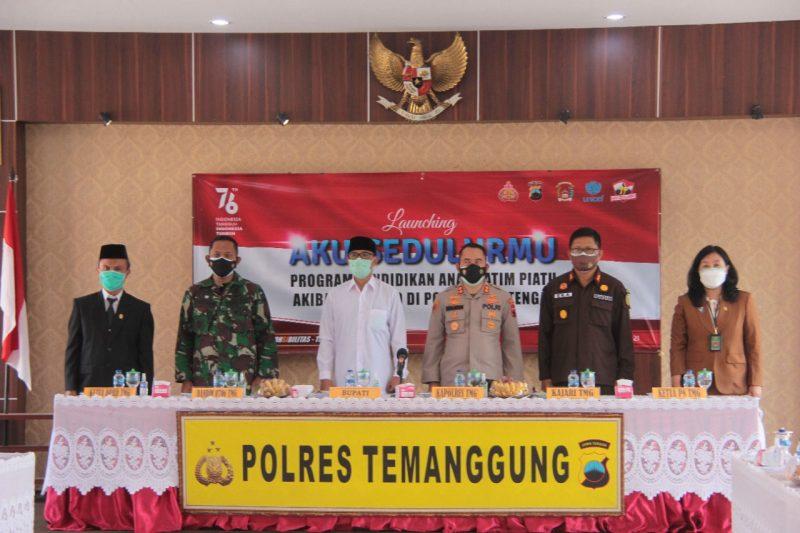 Melalui program 'Aku Sedulurmu', 4 anak di Temanggung mendapat beasiswa karena orang tuanya meninggal karena Covid-19. (Foto:Humas Temanggung)