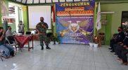Mayor Arh Asil Harjanta berikan materi Wasbang anggota Relawan Garda Wiratama. (Foto: dokumentasi Koramil Tegalrejo)